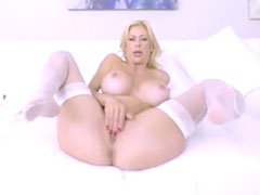 Sexy Blondine in Aktion